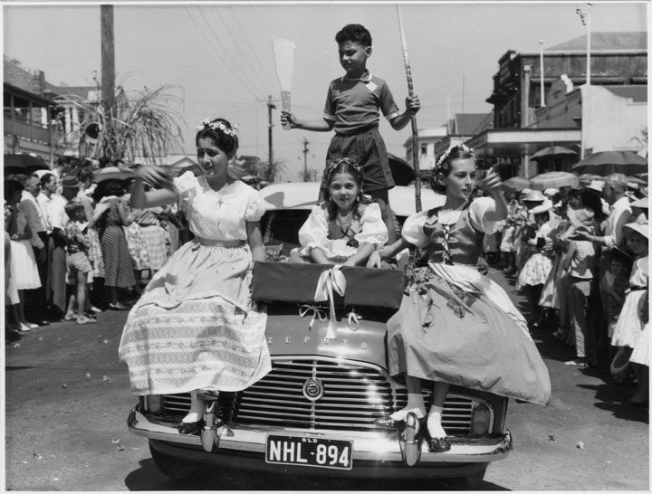 Queensland_State_Archives_6757_Parade_for_the_unveiling_of_the_sugar_pioneers_memorial_Innisfail_4_October_1959